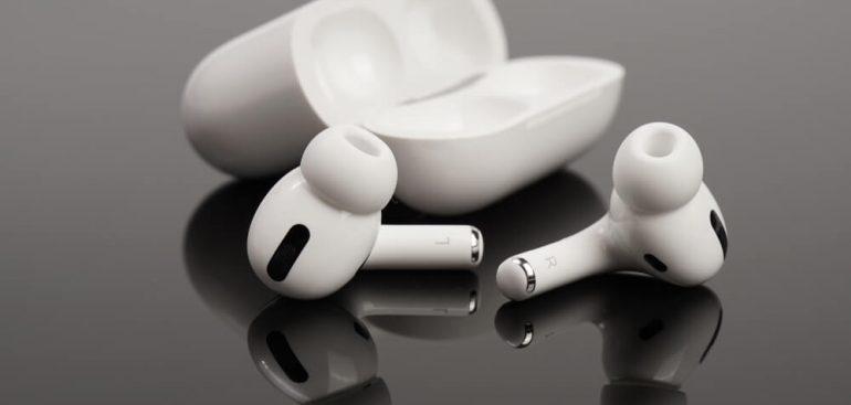 Cầm tai nghe Airpods giá cao